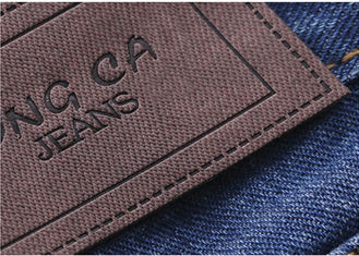 Cina Logo Printable Embossed Leather Patches Dengan Velcro Leather Clothing Labels pemasok